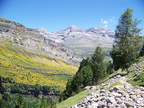 The trail to Monte Perdido