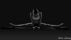 IMG_0521-Modifier-2.jpg (arnolamez) Tags: gymnastique gymnastic portrait sport blackandwhite noiretblanc strobist flash striplight