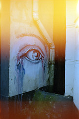 #regen #tränen #abfluss / #rain #tear #drain (n0core) Tags: sehen see seeing auge eye träne tear drop analog flensburg c41 expired 35mm film filmfilmforever gebäude grain graffiti haus house kodak korn kunst art lomography light licht lomo color colour rottenplaces urbanart urbex ultramax urban allfreepicturesoctober2017challenge