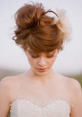 Romántica boda Updo: Swirly sofisticado Russet Updo con Bangs (quindtrenton) Tags: bangs boda peinados romántica russet sofisticado swirly updo