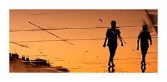 miroir d'eau (13) (Marie Hacene) Tags: bordeaux miroirdeau soleil orange silhouettes france gironde