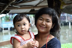 young woman with baby (the foreign photographer - ฝรั่งถ่) Tags: young woman baby khlong thanon portraits bangkhen bangkok thailand canon kiss