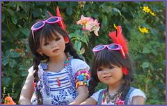 Doppelt so schön ... (Kindergartenkinder) Tags: sommer sanrike blumen personen grugapark essen kindergartenkinder garten blume park annette himstedt dolls kindra
