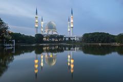The Sultan Salahuddin Abdul Aziz Shah Mosque (Justin Howard Photography) Tags: malaysia shahalam shah alam bluemosque islam the sultan salahuddin abdul aziz mosque salahuddinabdulaziz shahmosque