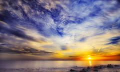 Il giorno dopo domani (Gio_ guarda_le_stelle) Tags: seascape sunrise alba mare casa risingsun sea nuvole oro gold paesaggio landscape musica attesa ritorno return clouds quiete waitingfor music eco echo ricordo