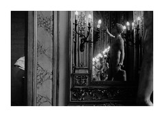 (idasalminen) Tags: art rome galleriadoriapamphilj mirror bw film filmphotography kodaktmax400 canoneos500n