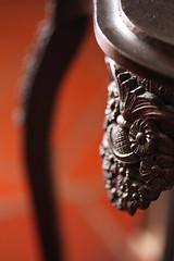 table 1.0 (Mattijsje) Tags: table wazig hazy dof red floor antique tafel tafeltje vloer rood terracotta art sculpture flowers wood carvings houtsnijwerk tafelpoot