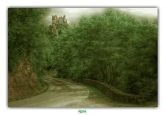 LE CHÂTEAU-ROCHER DE SAINT-REMY-DE-BLOT (régisa) Tags: route château castle rocher saintrémydeblot blotlerocher médiéval ruine puydedôme auvergne
