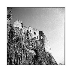 3 castles • 5 • alsace, france • 2017 (lem's) Tags: castle tower ruin 3 chateaux tour ruine alsace ciel avion sky plane minolta autocord