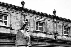 Bath, spa town ... (1) (miriam ulivi) Tags: miriamulivi nikond7200 england uk somerset bath thermaebathspa statua edificio bn bw statue building monocromo blackandwhite