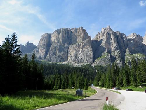 Sur la route du col Sella, Canazei, Val di Fassa, province de Trente, Trentin-Haut Adige, Italie.