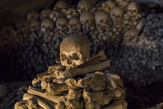 Aiutami, amico mio / Help me, my friend (Fontanelle cemetery, Napoli, Italy)