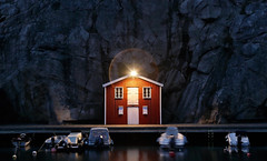Smögen - Sweden (Frédéric Lefebvre - Landscape photography) Tags: sweden smogen smögen hut fisherman channel bao leisureboat boat rorbu rock cliff bateau canal red blue hour bluehour beautifullight beautifulview electricity flare artisticflare lensflare westcoast atlantic ouest walk wooden