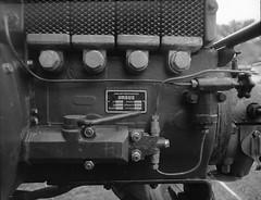 Ursus (Christian Güttner) Tags: gamla technik tyskland schwarzweis svartvitt schwarzweisfotografie sw blackandwhite bil tractor traktor monochrome mediumformat mittelformat moerschecodeveloper rollfilm europa ecodeveloper etrs niemcy nrw analog analogue rollei rolleirpx400 zenzabronica outdoor deutschland film germany czarnobiale lanzbulldog