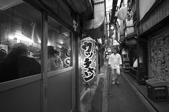 FINDING PLACE (ajpscs) Tags: ajpscs japan nippon 日本 japanese 東京 tokyo city ニコン nikon d750 summer natsu なつ 夏 2017 tokyostreetphotography streetphotography street shitamachi blackandwhitemonochromeurbanalleypeopleother side of tokyostrangerspeoplestrangerswalks lifefinding place