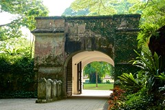 Gate of Fort Canning in Singapore (UweBKK (α 77 on )) Tags: singapore southeast asia island city state urban sony alpha 77 dslr slt fort canning gate portal park history historical