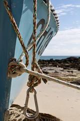 Pendulum (Matt Suggit) Tags: boat knot rope beach