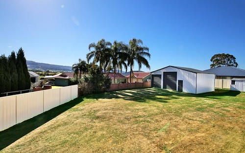 27 Edwards Av, Bomaderry NSW 2541