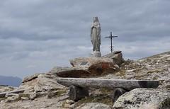Notre Dame de l'accueil hospitalières et hospitaliers de St-Martin (bulbocode909) Tags: valais suisse valdhérens bancs vierges croix montagnes nature cabanedesbecsdebosson valdanniviers ciel nuages rochers grimentz