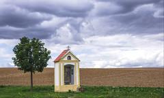 Bildstock ( Marterl )  im weiten Land (eulenbilder) Tags: waldviertel niederösterreich weitesland wolken stimmung fernblick bildstock