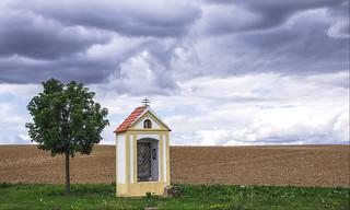 Bildstock ( Marterl )  im weiten Land