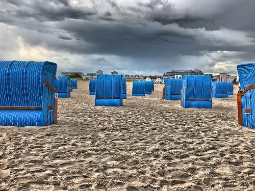 Rostock Warnemuende Strandbad Strandkoerbe blau