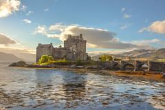 Eilean Donan Castle - Scotland (constanza castex) Tags: lake lago cielo sky castillo castle escocia scotland water agua puente bridge