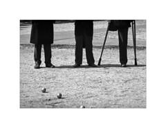Paris. 1991 (José Luis Cosme Giral) Tags: paris1991 moments bw champdemars threefriends threeballs scanned nikon street