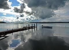 traumplatz (Wunderlich, Olga) Tags: steg bootssteg tisch stühle spiegelung reflexion natur wolken
