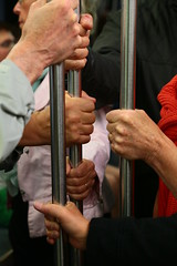 Je te tiens, tu me tiens...on se tient ! (Pi-F) Tags: métro barre poing main tenir voyage transport 3 partager flickrfriday commun
