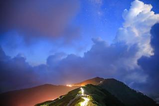 合歡山初現的銀河與雷雨雲(Mt.Hehuan stars and thunder clouds)。