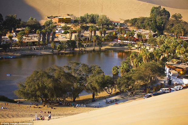 Không ai ngờ rằng, giữa sa mạc cằn cỗi bậc nhất thế giới lại có một thị trấn xanh tươi đến vậy - Ảnh 11.