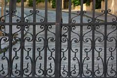 """Avenue Frochot, voie privée (Pi-F) Tags: paris france rue privé barrière fer forgé interdit avenue cadenas géométrie courbe droite """"canonflickraward"""
