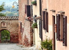 Certaldo (Jolivillage) Tags: jolivillage village pueblo borgo certaldo toscana tuscany toscane italie italia italy europe europa rue street strada fenêtres finestre windows picturesque geotagged old