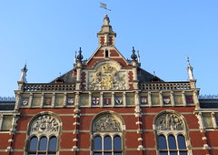 Amsterdam-May'17 (10) (Silvia Inacio) Tags: amsterdam amesterdão holanda holland thenetherlands trainstation window janela arch arco