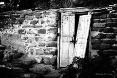 Don't open that door... (Mario Pellerito) Tags: canon eos 60d 18135 ustica palermo palerme italia italie italy sicilia sicily sicilie sizilien art architettura biancoenero blackandwhite bn città edificio mario mariopellerito monocromo pellerito pov tour tourist turismo viaggiare