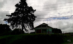 Rancho Redondo de Goicoechea: caminata, julio de 2016/ Rancho Redondo, Goicoechea canton: hike on July, 2017 (vantcj1) Tags: vivienda arquitectura patrimonio rural caminata nubes cerca cableado antena
