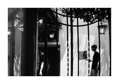 (idasalminen) Tags: rome people bw film filmphotography canoneos500n kodaktmax400