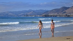 Opening Late 2018 (Viejito) Tags: pismobeach california slo usa unitedstates geotagged geo:lat=35133717 geo:lon=12064098 amérique america waterfront beach playa praia sea pacific ocean pier pacificocean sand tan girls young ladies brunette hair bun pink blue bikini canon powershot s100 canons100 top ricuras bottom midriff arms legs navel thighs shoulders bare feet barefoot босиком piedsnus descalzo toes facial expression wood reflection water waves surf froth hills clouds