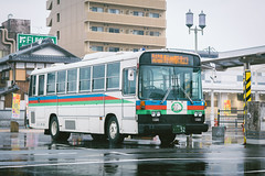 NISSAN DIESEL P-RM81G_Shiga22Ki52_1 (hans-johnson) Tags: nissan diesel nissandiesel ud fhi subaru fhi6e ohmi ohmirailway omi showa 1988 seibu shiga yasu kinki kansai japan nihon nippon bus transit transport transportation rain rainy rm81 fuji city urban metropolis metropolitan white canon hdr eos 5d 5d3 5diii eos5d vsco 70200mm 70mm fullframe road street reflection vehicle vehicles publictransport public
