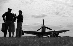 Briefing (music_man800) Tags: duxford flying legends 2017 fl tfc iwm imperial war museum cambridgeshire airshow air show aviation vintage historic aircraft airplane fighter collection hac supermarine spitfire mk5 mkv bm597 pilot reenactors ww2 worldwar 2 retro black white monochrome mono chrome grayscale gray greyscale grey scale arty low angle edit gimp gimp2 creative photography canon 700d uk united kingdom summer july grass