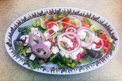 Gemischter Griechischer Salat mit Paprika, Schafskäse, Oliven, Tomaten, Gurken und Zwiebeln (wuestenigel) Tags: prag tschechien cz food lebensmittel vegetable gemüse plate teller salad salat meal mahlzeit dinner abendessen dish gericht lunch mittagessen appetizer onion zwiebel cuisine kochen healthy gesund delicious köstlich diet diät epicure feinschmecker closeup nahansicht refreshment erfrischung restaurant tomato tomate tasty lecker