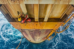 Offshore Inspection (Craig Hannah) Tags: ropeaccess ropeaccesstechniques outboard offshore abseil abseiling northsea scotland oil gas platform rig ropeaccessphotos craighannah august 2017 inspection ndt ropetoropetransfer leg outdoors work workatheights