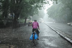 Rainy day in Mumbai. (boussuges) Tags: instagramapp square squareformat iphoneography uploaded:by=instagram mumbai india inde bombay mousson moonsoon m240 leica 35mm voigtlander streetphotography