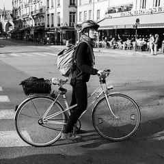 Luc Lerapide (laurent.dufour.paris) Tags: 2017 35mm 6x6 black blackandwhite blanc bw candid canon casque city eos5dmarkiii europe everybodystreet extérieur france hommes îledefrance life lifeisstreet matin monochrome noir noiretblanc objectifgrandangle paris people photographiederue printemps regardsparisiens rue streetphoto streetphotography streetphotographer streetofparis streetoftheworld vélo ville white