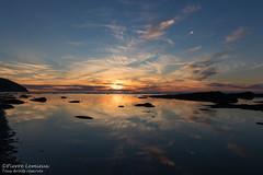 Reflets dorés / Golden reflections (Pierre Lemieux) Tags: montlouis québec canada ca coucherdesoleil sunset gaspésie eau fleuve seascape mer sea