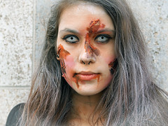 Zombiewalk in Leipzig (ingrid eulenfan) Tags: leipzig zombiewalk zombie frau woman maske kostüm