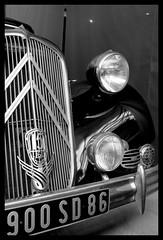 Citroën Traction (Esteban 86360) Tags: voiture car auto automobile ancienne collection citroen citroën traction noire phare calandre châtellerault musée vienne poitou france