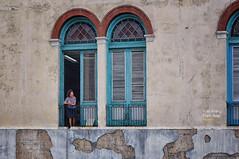 (551/17) Interés desde el balcón (Pablo Arias) Tags: pabloarias photoshop photomatix nxd arquitectura personasbalcón casa lahabana cuba