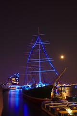 Blue Port Hamburg, Rickmer Rickmers (_Cornucopia_) Tags: harbor harbour hamburg port moon lights longexposure landungsbrücken water sailing ship elbphilharmonie night city darktable